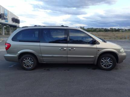 7-seater: Chrysler Grand Voyager Limited 2002 auto