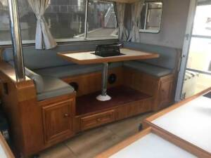 BOAT Honeymoon 33 with 200hp Volvo Penta