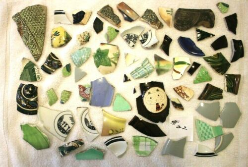 LOT #22 - 1 LB PLUS BROKEN PIECES OF POTTERY FOR ARTISTIC OR RE PURPOSE USE