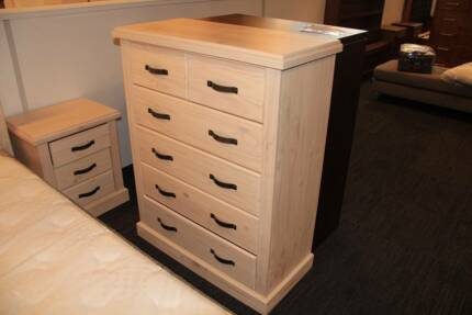 【Brand New】WashWhite New Zealand Pine Bedside/Tallboy From