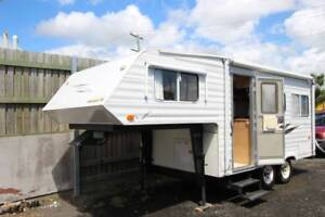 2002 Venture 5th Wheeler Separate Shower and Toilet