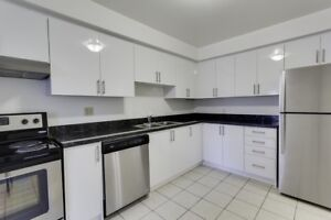 LARGE, RENOVATED 3 BEDROOM TOWNHOME IN DUNDAS!