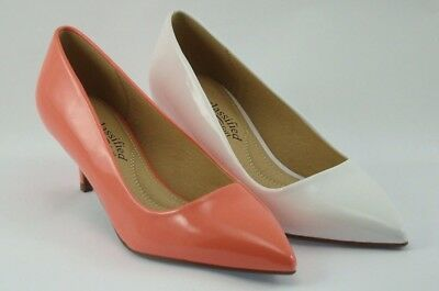 Women's Classic Low Heel Pump. 2