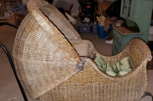 Antique Wicker Baby Carriage/Stroller