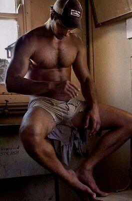 Shirtless Male Muscular Beefcake Masculine Dude Shorts Bare Feet PHOTO 4X6 C2000