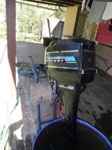 Outboard motor. 7.5 hp Electric Start Mercury