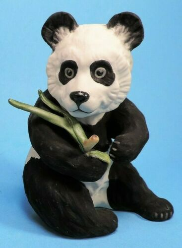 flawless BOEHM SITTING PANDA figurine #40237