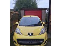 Yellow Peugeot 107 1.0 09 plate