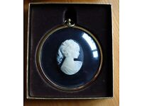 Peter Bates Miniature Collection - Pony tailed girl in cameo