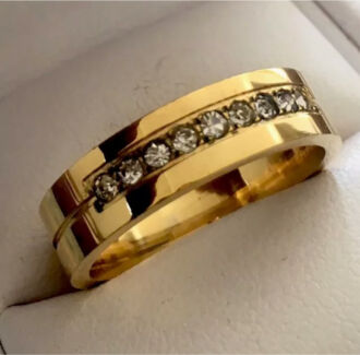 Mens Yellow Gold Plated Zirconia Ring. Size V (10.5). Pre loved
