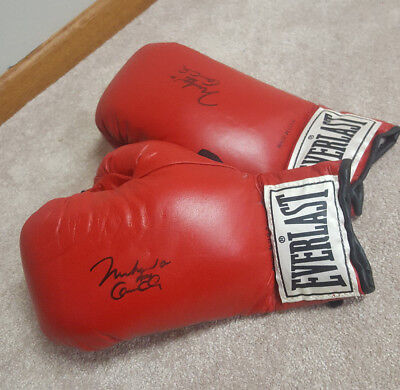 77e31cd28b2 Rare Matched Pair of Muhammad Ali Signed Everlast Boxing Gloves Pair 12 oz