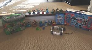 Skylanders package for PS4 + luggage and carry case