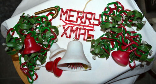 "VINTAGE PLASTIC CHAIN ""MERRY CHRISTMAS"" 9FT GARLAND DECORATION, BELLS, MISTLETOE"
