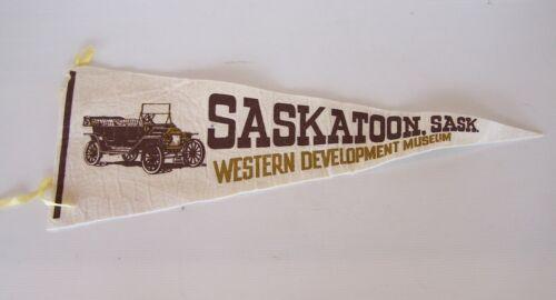 VINTAGE SASKATOON CANADA 52x19cm SOUVENIR PENNANT FELT CLOTH WALL FLAG