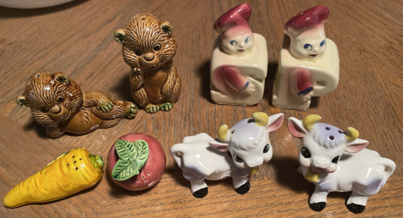 Lot of 4 Vintage Salt And Pepper Shakers