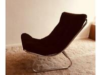 Curved chair