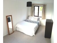 DOUBLE ROOM FOR RENT £380 (INC BILLS) AVAIL 27.02 - close to Town Centre, motorway & ring road