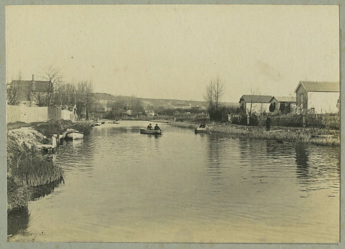 Harfleur. barques sur la lézarde. circa 1910.