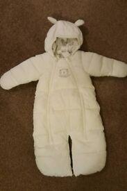 H&M White snowsuit US: 0-2 months