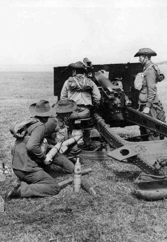 WW2  Photo Australian Troops Artillery Australia WWII World War Two 25 Pounder