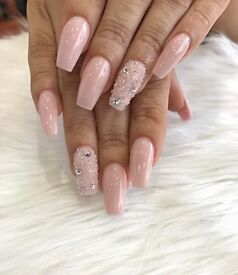 NAIL TECHNICIAN NEEDED URGENTLY, WIMBLEDON/SOUTHFIELDS AREA, GREAT EARNING POTENTIAL!!