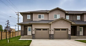 Beautiful Townhome in Niverville w/Garage -Available November 1!