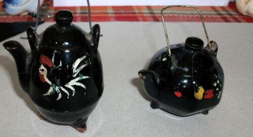 VINTAGE CERAMIC COFFEE POT & TEA POT IN BLACK ROOSTER ON SALT & PEPPER SHAKER