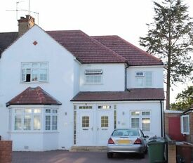 ★★★★LOVELY 3 BED SPIT LEVEL FLAT IN PINNER VIEW, HARROW★★★★