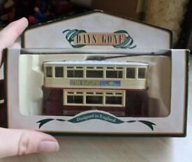 Lledo Days Gone DG108007 Closed Top Tram Stork Die-Cast Model