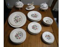 Wedgwood Patrician 'Tapestry' 35 piece dinner set