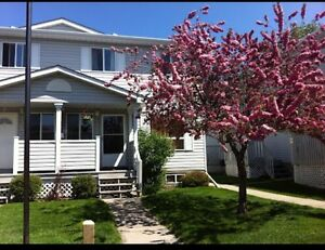 5 bedrooms Townhouse with basement $1200