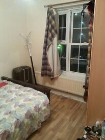 5 min walk from the Station Elephant & Castle ZONE 1 - beautiful double room for 1 or 2 people