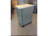 Metal lockable wheeled cabinet/toolbox