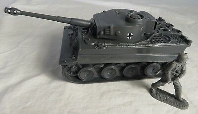 GERMAN Panther Tank w// 11 German Assault Toy soldiers Classic Toy Soldiers 1//32