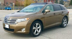 Toyota Venza AWD . Only 80000 km V6 clean title W/ Winter Tires