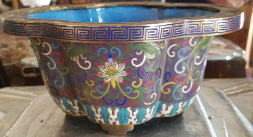 Vintage Chinese Cloisonne Enamel Brass Footed Quatrefoil Lobed Bowl w/ Greek Key