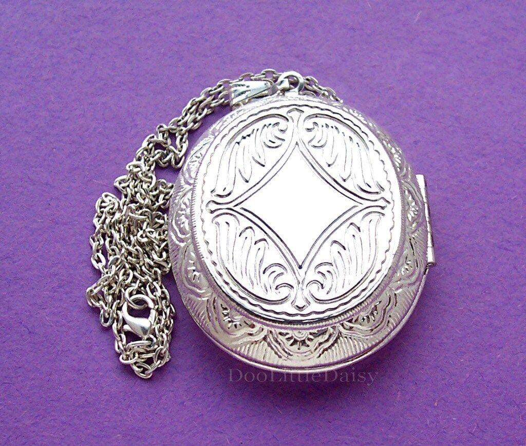 Porcelain SADDLEBRED HORSE COLT CAMEO Costume Jewelry Locket Pendant Necklace - $14.99