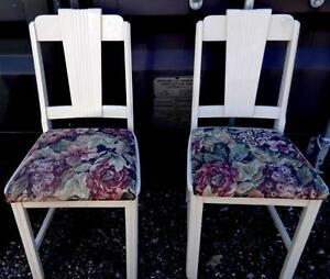 2 Vintage Shabby Chic Chairs / Small Child Size / Solid Wood / floral / White / Excellent Oakville 905 510-8720
