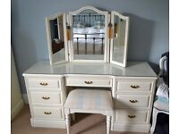 Elegant dressing table and multi-angle mirror