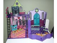 MONSTER HIGH: School Doll House with Figures - Folding Portable Playset