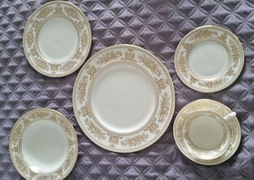 WEDGWOOD Gold Columbia 5 Piece Place Setting, Excellent Cond. Nice!!!