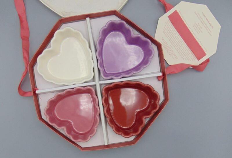4 Williams Sonoma Scalloped Heart Ramekins Valentines Day Set in Box