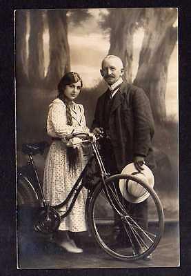 94021 AK All Heil Fahrrad Fotokarte 1917 Mann und Frau