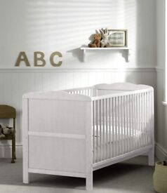 The Kirsty cot bed (white)