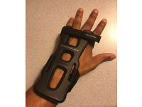 Rollerblade skate wrist protection guards