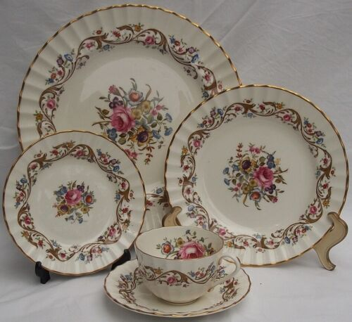 ROYAL WORCESTER SET OF 8 PLACE SETTINGS BOURNEMOUTH  40 PIECES ENGLAND GORGEOUS
