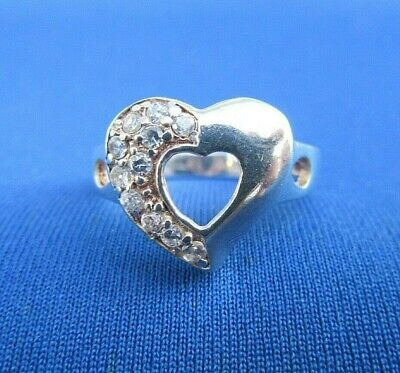 VINTAGE STERLING SILVER RING SET WITH CLEAR CZ STONES HEART DESIGN. UK SIZE O