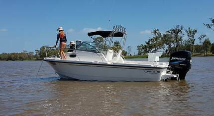 Boston Whaler 6.25 Walk Around