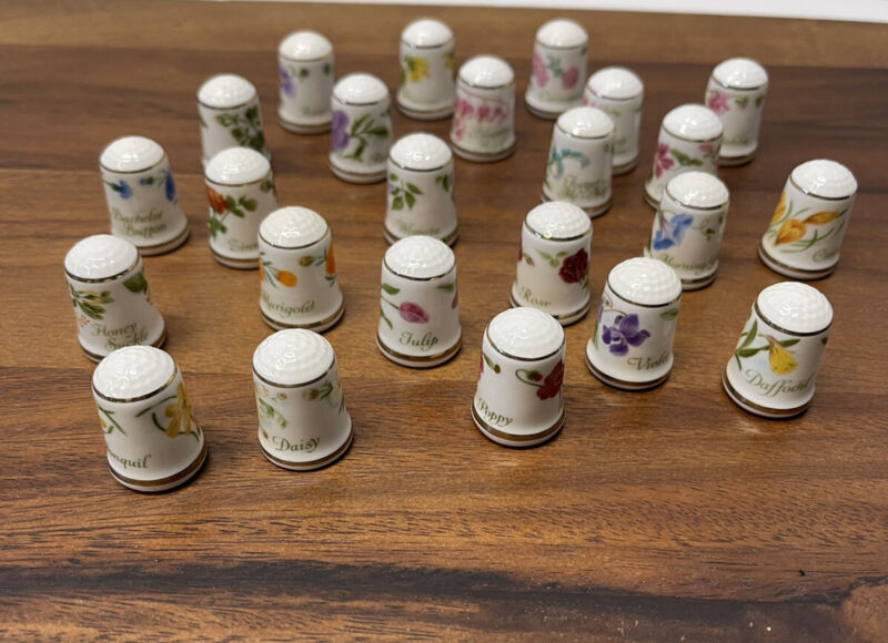 Thimble Fine Bone China made in Japan White flowers gold trim Lot Of 24 Flowers