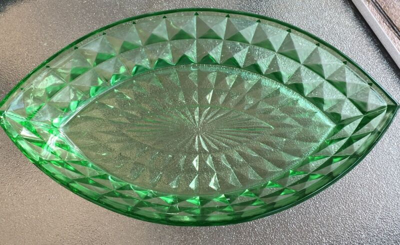 """Cube Cubist Green Depression  Jeanette Glass 1929-33 Large Pointed Oval Bowl 12"""""""